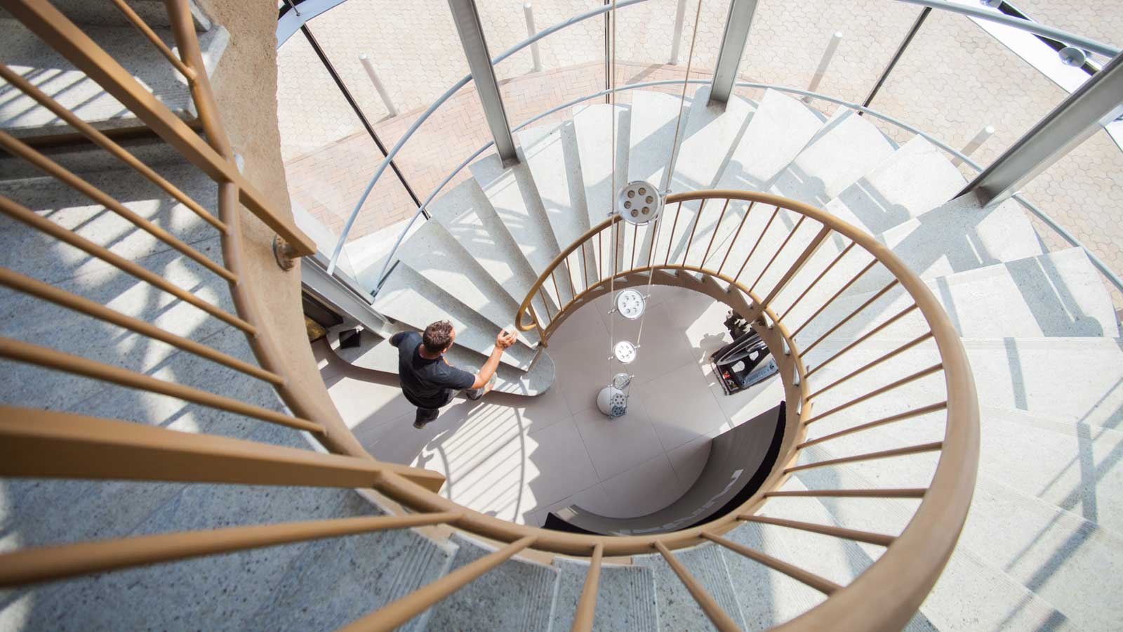 1600-x-900_Spiral-Stairs