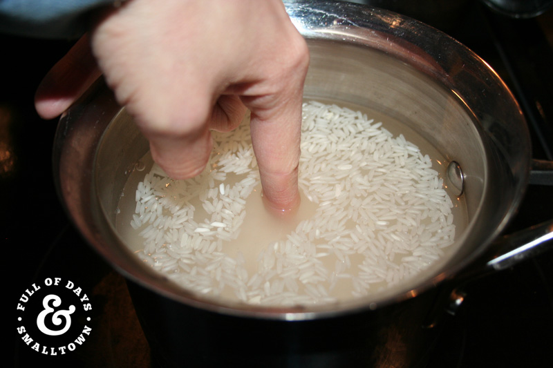 Trick for Measuring Rice and Water